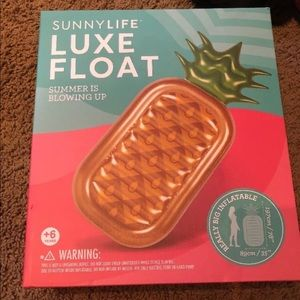 NIB sunny life pineapple float!!! Cute